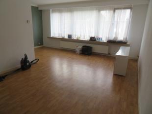 Zeer aangenaam appartementje met 2 slaapkamers, terras en autostaanplaats. Het appartement is gelegen op de 2de verdieping van en klein gebouw met 6 a