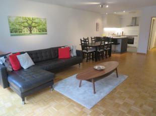 Mooi, functioneel en goed gelegen gemeubeld 2 slaapkamerappartement met terras en ondergrondse autostaanplaats. Het apartement is gelegen op de 2de ve