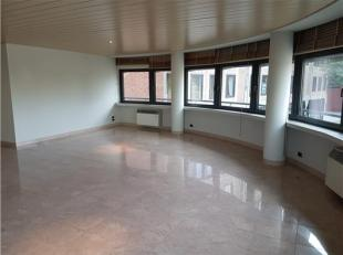 Super gelegen aan de Scheldekaaien met frontaal zicht op het Steen! Mooi, luxueus afgewerkt appartement van 165m² op 2de verdieping van Residenti