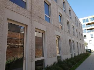 Nieuwe, gezellige studentenkamer van 20m² gelegen op 2de verdieping van recent studentengebouw. Vlak naast de Sint-Antoniuskerk, aan de Paardenma