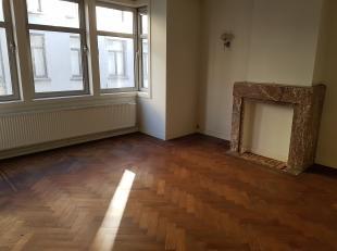 Mooi gerenoveerd, gezellig appartement van +/-50m² gelegen op 1ste verdieping (links) van mooi hoekhuis op de hoek van de Reyndersstraat en de Ho