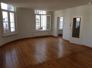 Gezellig,  licht appartement van +/-65m² gelegen op 2de verdieping van gerenoveerd hoekgebouw.<br /> Ruime, lichte woonkamer. Keuken met kasten e