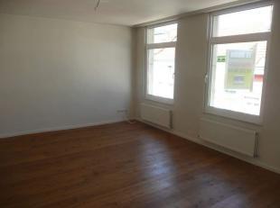 Heel gezellig, mooi gerenoveerd appartement van +/-70m², gelegen op 2de verdieping van verzorgd gebouw in rustige woonbuurt.<br /> Vestiaireruimt