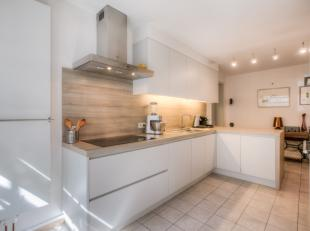 Dit ruim appartement met garage/berging is gelegen op toplocatie nabij het Sint-Elisabethbegijnhof in het historisch centrum van Gent. Het appartement