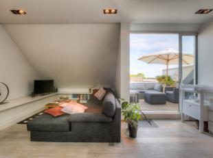 Deze unieke duplex penthouse van 84 m² is goed gelegen in het centrum van Gent nabij openbaar vervoer. De eigendom wordt gekenmerkt door de mooie