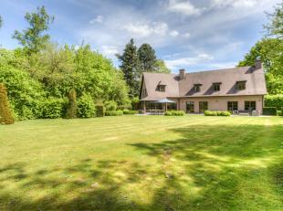 Deze prachtige villa met een bewoonbare oppervlakte van 510 m² is gelegen in een idyllisch groen landschap op een mooi onderhouden terrein van 39