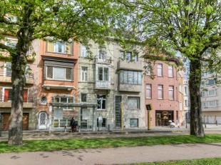 Deze leuke burgerwoning met een bewoonbare oppervlakte van 299m² is goed gelegen nabij het Zuidpark met directe verbinding naar het centrum. Het