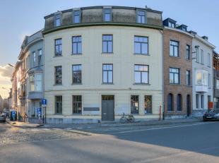 Deze recent vernieuwd en gemeubelde studio is gelegen in centrum Gent aan het aangename Baudelopark met zicht op de Leie. De studio heeft een slaapged