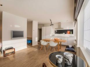 Dit stijlvol één-slaapkamer appartement kunnen we terugvinden in het centrum van Gent. De lichtrijke leefruimte met open ingerichte keuk