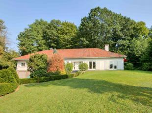 Deze ruime villa met 440 m² bewoonbare oppervlakte is gelegen op één van de toplocaties in Geraardsbergen. De villa is gelegen op e