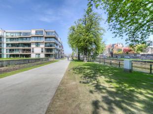 Prachtig twee slaapkamerappartement in het centrum van Gent nabij Sint-Anna en het Zuid. Het appartement heeft een oppervlakte van +/- 100 m² en