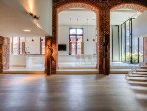 Deze unieke waterfront loft van 280 m² is recent gerenoveerd en gelegen aan de Leie in het hartje van Gent nabij het Patershol en de Vrijdagsmark