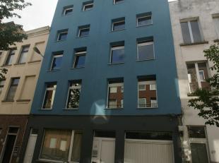 Studentengebouw gelegen aan de Nationalestraat en de Groenplaats. Het gebouw bestaat uit 19 gemeubelde kamers verdeeld over 4 verdiepingen. Er is een