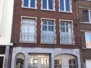 Centraal gelegen appartement met 1 ruime slaapkamer op de derde en hoogste verdieping. Dit appartement is gelegen nabij A12 en zeer interessant voor o