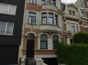 PULHOF. OPENDEURDAG ZATERDAG 15/12 TUSSEN 13u en 15u.<br /> Schitterend gelegen en volledig gerenoveerd appartement op de eerste verdieping met terras