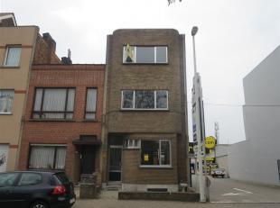 Appartement (ca 65 m²) op 2e verd.in klein gebouw zonder lift.  Leefruimte,kitchenette,douchekamer met toilet.1 slaapkamer. Slechts 3 units in ge