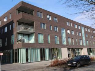 Centraal gelegen dakappartement van 147m2 met drie slaapkamers en twee zuidwest georiënteerde terrassen.<br /> Indeling: Inkomhal met vestiaire e