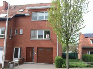 Ruime woning met twee à drie slaapkamers, garage en tuin gelegen te Gent, op 10 min. fietsen van Gent- centrum. Tram- en buslijnen in de nabijh