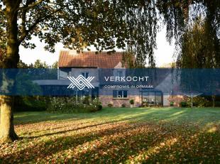 Deze charmante villa, omringd door uitgestrekte weiden, bevindt zich in de gemeente Kruiskerke (deelgemeente van Ruiselede). De villa is gelegen op ee