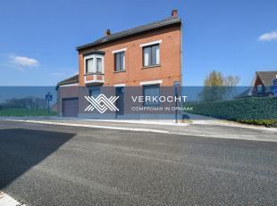Bezoekdag op zaterdag 27 april tussen 12 en 16u, mits het maken van een afspraak.Deze woning, gelegen op een perceel van 1.480 m², is gesitueerd