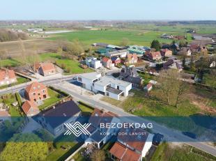 Deze architecturale villa met handels- of kantoorfunctie in cascostaat bevindt zich langs de Klapstraat te Deurle op een perceel van ca. 1.064 m²
