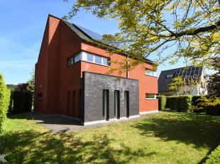 Nabij het centrum van Lovendegem vindt u deze grondig gerenoveerde villa gelegen op een perceel van 1.217 m². De villa is rustig maar uiterst ber