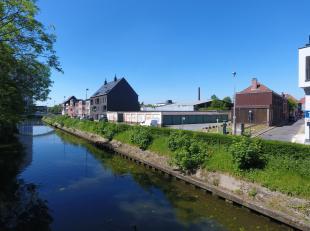 Op de hoek met de Leiekaai en Lieremanstraat in Gent vindt u een garagecomplex bestaande uit 75 garageboxen en enkele magazijnen. Het complex is goed