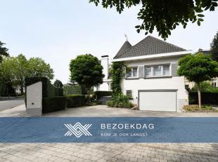 Deze karaktervolle villa is gelegen in het centrum van Gentbrugge op een perceel van 641 m². De ligging is hier een bijzonder grote troef, zowel