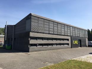 Het betreft een vrijstaand kantoorgebouw gelegen op industriezone Krekelenberg.<br /> Het gebouw is volledig gerenoveerd en omgeven door een ruime par
