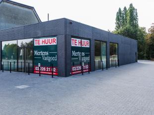 Het betreft een winkelruimte gelegen op een uiterst commerciële ligging naast de op & afrit van Brasschaat en op de bredabaan-kapelsesteenweg