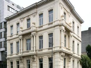 Het betreft één van de best bewaarde herenwoningen op de Leien, gebouwd rond 1870.  <br /> Het gebouw ligt op de hoek tegenover de voor
