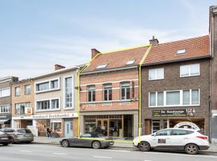 Commercieel handelsgelijkvloers op een interessante locatie in centrum Brasschaat. Het eigendom is gelegen aan de kerk, in de buurt van populaire hore