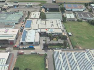 """Het betreft een oudere industriële site doch in goede staat, gelegen in de KMO-zone """"Blauwesteen"""" te Kontich.  Dit bedrijfsgebouw ligt ten zuiden"""
