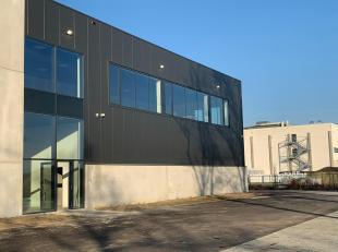 Dit pand is gelegen in de industriezone Herentals met rechtsstreekse ontsluiting met de E313.  Het gebouw bevindt zich in kmo-zone.<br /> <br /> total