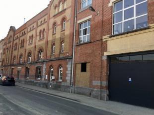Het betreft een uniek en trendy kantoor met opslagruimte, gelegen te Antwerpen-zuid. nabij is een uitvalsweg en het openbaar vervoer.<br /> <br /> <