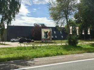 Dit polyvalente gebouw is gelegen langs de ring in Lier met een prachtige zichtlocatie.<br /> <br /> Het gebouw bevindt zich in KMO zone.<br /> <br />