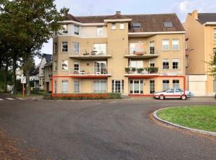 Het betreft een gelijkvloer commerciele/kantoor ruimte gelegen aan het treinstation van Heide-Kalmthout met 4 staanplaatsen.<br /> <br /> OPPERVLAKT