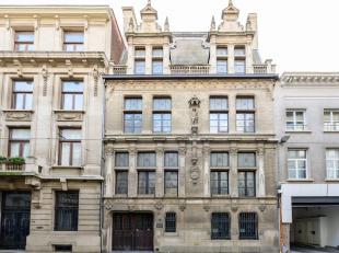 Het betreft een traditioneel gebouwde historische meesterwoning met luxueuze afwerking, gebouwd in 1908 in neo-François 1 stijl door architect
