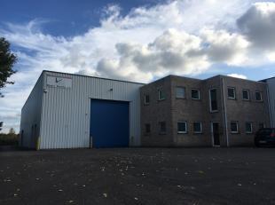 KMO investeringsgebouw te koop, gelegen te Lint op de industriezone Ganzenbol. Het gebouw bestaat uit 5 KMO – units waarvan er 4 zijn verhuurd. De 5e