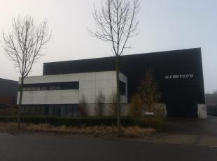 Recent bedrijfsgebouw te koop. Het gebouw is gelegen in industriezone de zaat, op de vroegere terreinen van de Boelwerf. Het gebouw is opgeleverd in 2