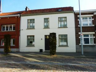 Leuke stadswoning met twee/drie slaapkamers en ruim terras gelegen in het hartje van Herentals.<br /> Ruime inkomhal die toegang geeft tot verschillen