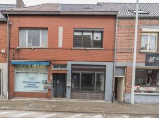 """Commercieel pand / kantoor met een totale oppervlakte van115 m², gelegen in winkelstraat """"Pas"""" te Geel.<br /> Commercieel pandmet op de verdiepin"""
