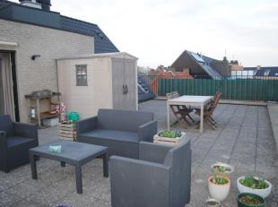 Zeer mooi dakappartement met groot terras en autostaanplaats.<br /> Het appartement bestaat uit een mooie woonkamer met open keuken, berging/wasplaats