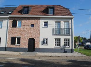 Zeer mooi gelijkvloers appartement met 3 slaapkamers en gezellige tuin.<br /> Indeling<br /> : ruime woonkamer met open keuken met kookeiland en ruime