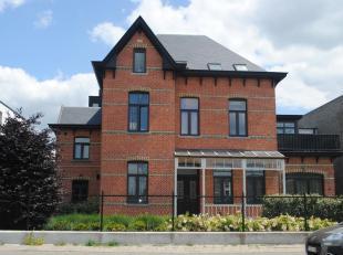 Mooi gelijkvloers appartement, met 1 slaapkamer, bereikbaar via een aparte ingang.<br /> Indeling en omschrijving<br /> :een mooie woonkamer voorzien