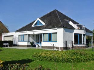 <br /> Op korte afstand van de Nederlandse grens in rustige omgeving nabij centrum en bossen gelegen villa. Begane grond: Ruime entree met vestiaire e