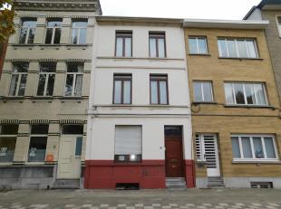 Op te frissen eengezinswoning opgesplitst in 2 appartementen.<br /> Omschrijving:Momenteel is de woning nog verhuurd. De woning is uiterst goed gelege