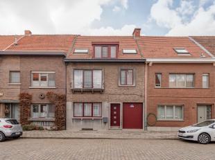 Verassend ruime goed onderhouden woning met 3-4 slpks, garage en zuid-gerichte tuin. Rustig gelegen nabij Centrum Ekeren!<br /> Indeling:Inkom met gas
