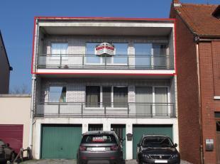 Ruime appartement met 2 slaapkamers, terras, koer en garage!<br /> Ligging: Gelegen aan het centrum van Leopoldsburg. Op wandelafstand van alle facili