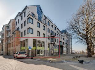 Ligging:Het kantoor is gelegen aan de Antwerpse Kaaien, vlakbij het bruisend eilandje en de stadskern. Doch geniet u van een voorliggend rustig plein